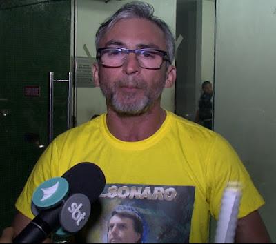 Policial Civil que estuda na UFC é hostilizado por alunos de esquerda por estar com camisa do Deputado Jair Bolsonaro