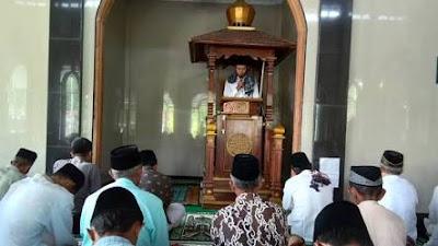 DMI Minta Buka Masjid, Salat Jumat Bisa 2 Gelombang