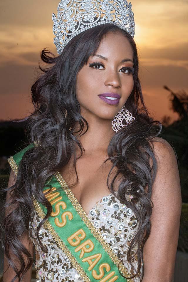 Coroa da Miss Brasil 2016 possui 1.800 micro pedras de Swarovski cravejadas. Foto: Ronaldo Gutierrez