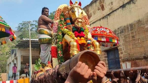 மதுரை சித்திரை திருவிழா புராண கதை..... கால் பதித்த கள்ளழகர்....!