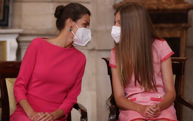 Queen Letizia wore a new pink plated teja dress from Moises Nieto, Crown Princess Leonor wore a new blue vitoria dress from Vogana