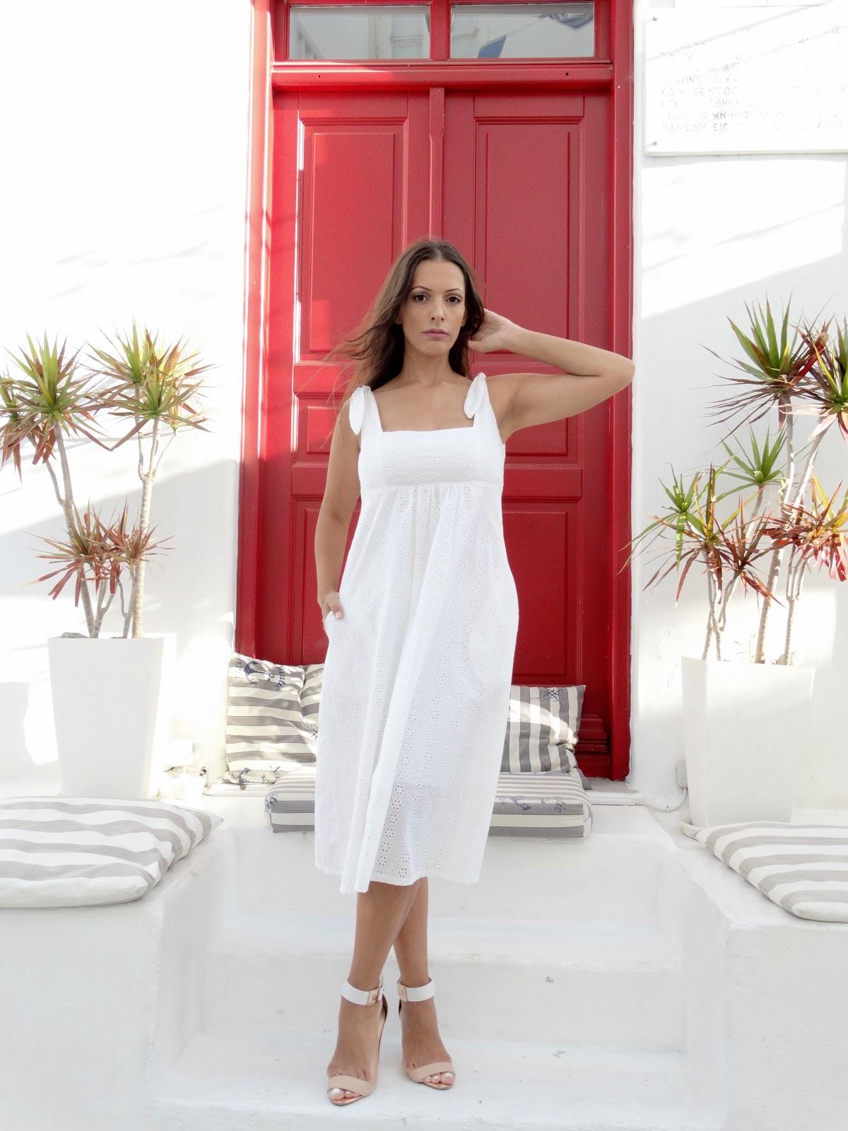 שמלה לבנה לקיץ