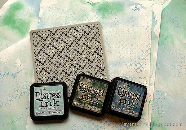 Layers of ink - December Countdown Calendar Tutorial by Anna-Karin Evaldsson. Stamp with Simon Says Stamp Circle Pattern Background.