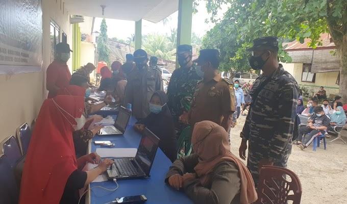 Dukung Program Percepatan Vaksinasi, Lanal TBA dan Kodim 0208/Asahan Fasilitasi Masyarakat