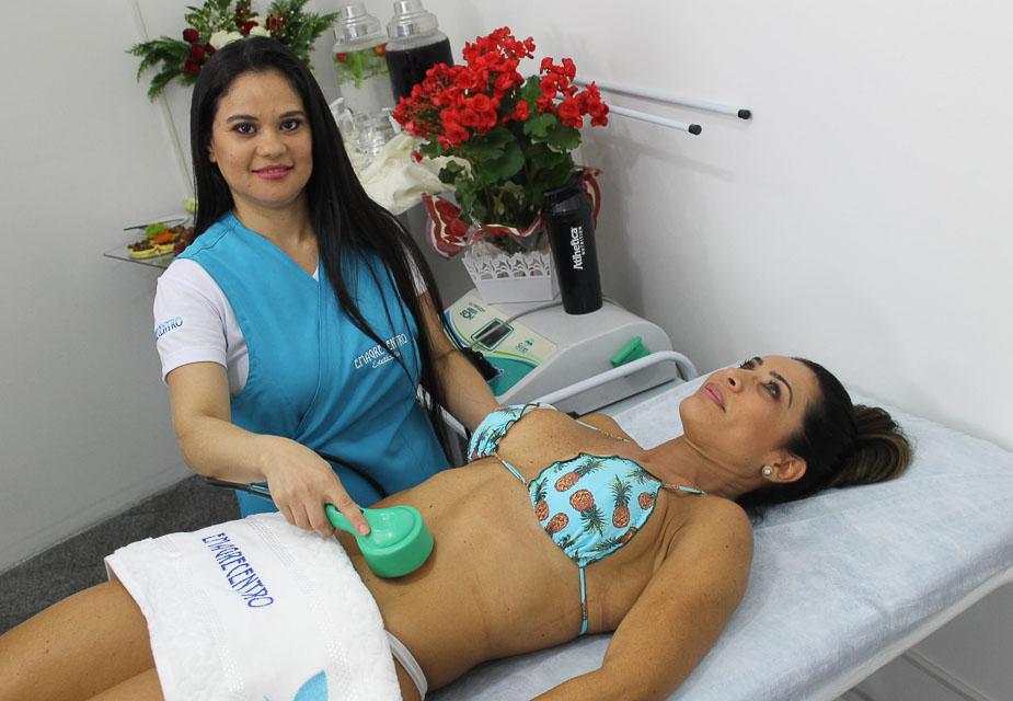 Scheila Carvalho realiza procedimento estético chamado lipocavitação . Foto: Renato Cipriano/Divulgação