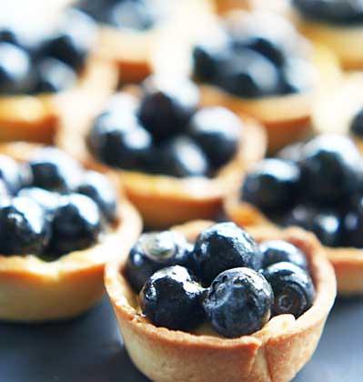 Тарталетки с кремом и фруктами