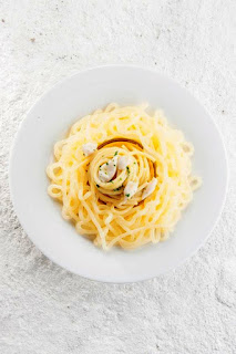 Perdomo-  Spaghetti cacio pepe in piatto di silicone