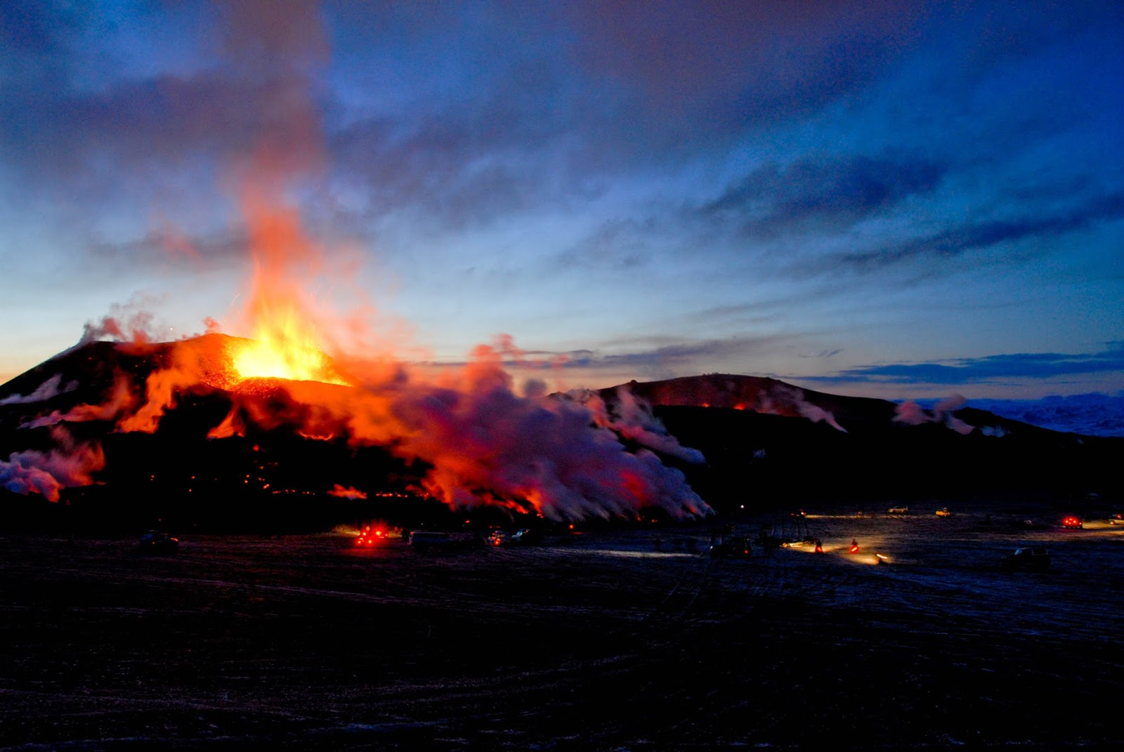 World Wildness Web: Volcano Wallpapers