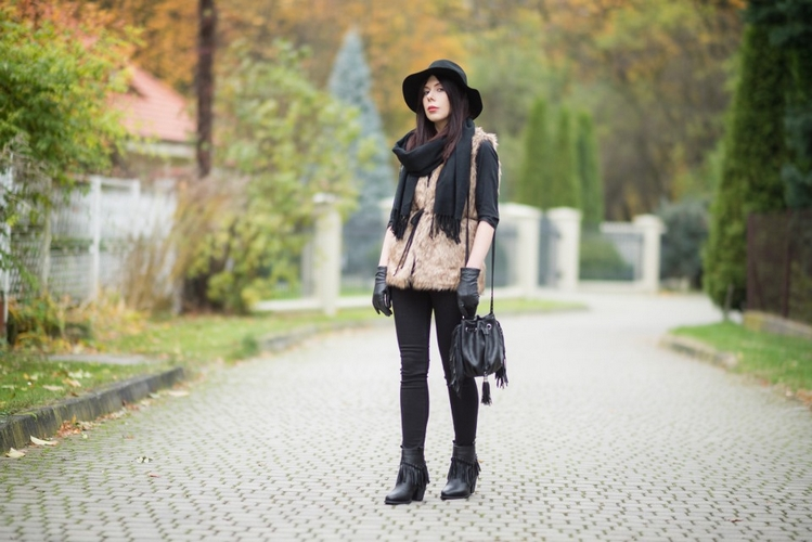 Futrzana-kamizelka-stylizacja-na-jesień