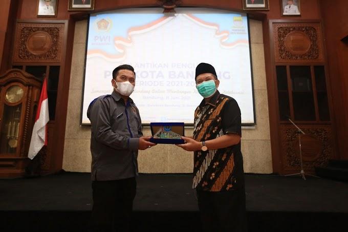 Wali Kota Bandung, Oded M. Danial, Hadiri Pelantikan PWI Kota Bandung Periode 2021-2024
