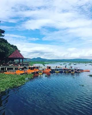 naik perahu di bukit cinta rawa pening