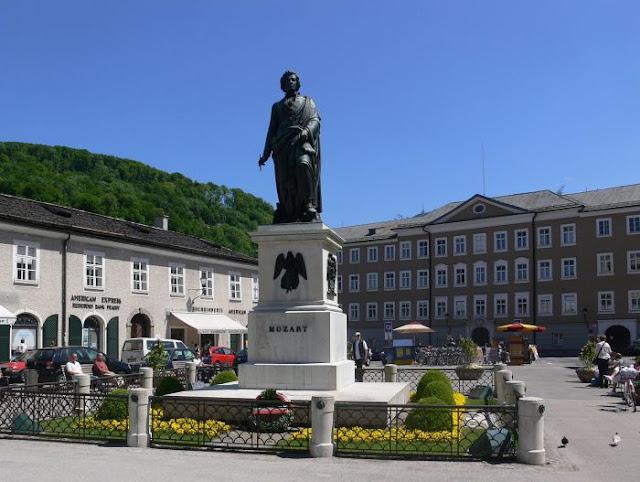 Monumento a Mozart em Salzburgo