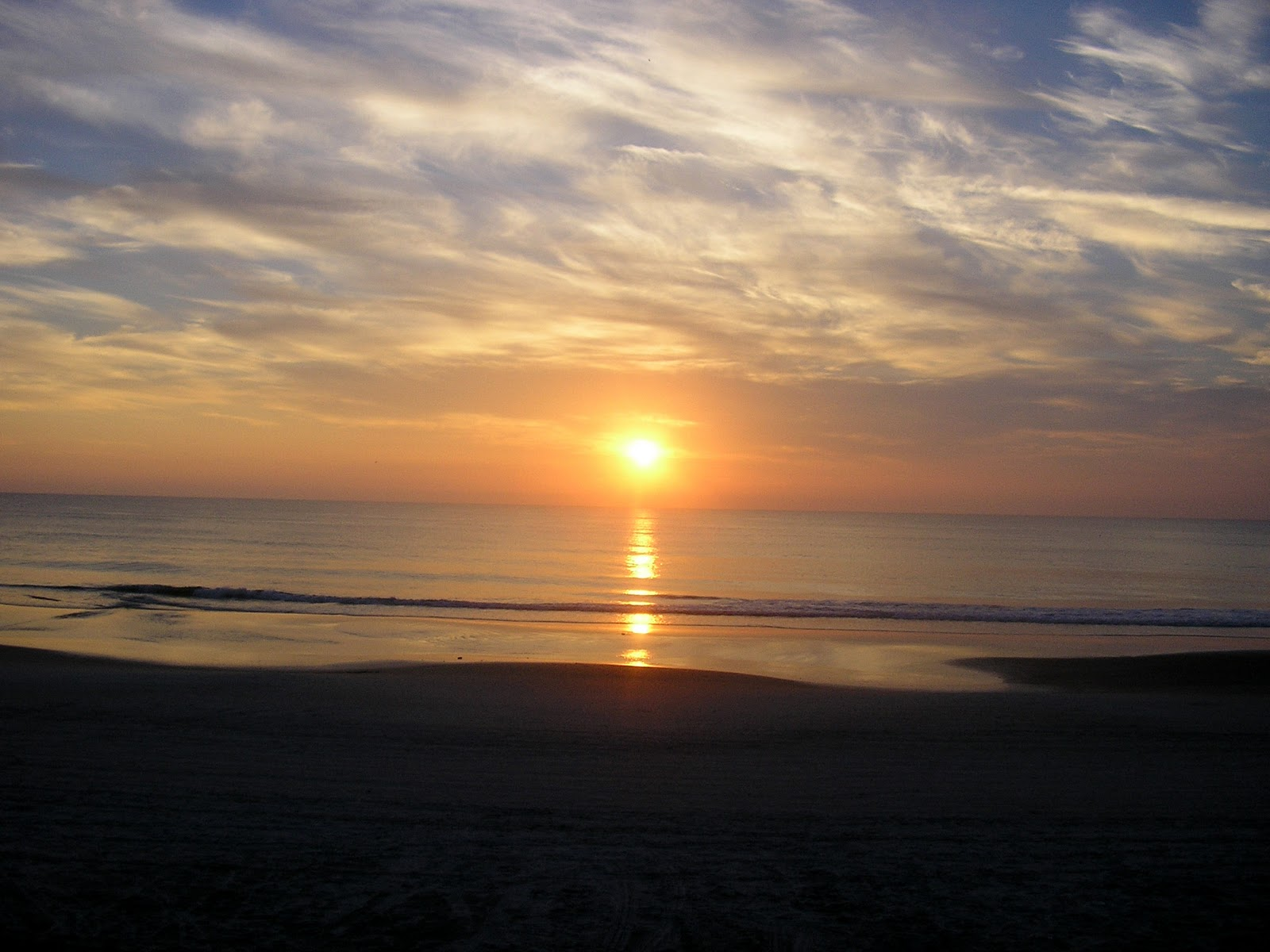 https://1.bp.blogspot.com/-Snbax7GpJgw/TVQkmZ_rwlI/AAAAAAAAF88/PBGqzwcXzD0/s1600/beach+wallpaper+%25288%2529.jpg