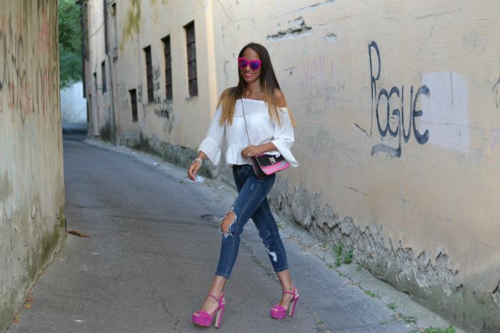 outfit sandali rosa tacco alto