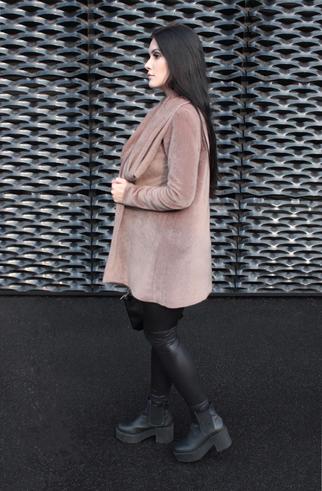 moda l stylizacja l beżowy płaszcz l outfit l wiosna l szycie