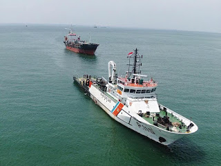 Pangkalan PLP Tanjung Uban Evakuasi Kapal Asing Yang Rusak Mesin