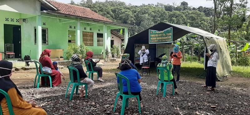 Kodim 0608/ Cianjur Bersama BKKBN Gelar Sosialisasi Keluarga Pada Kegiatan TMMD