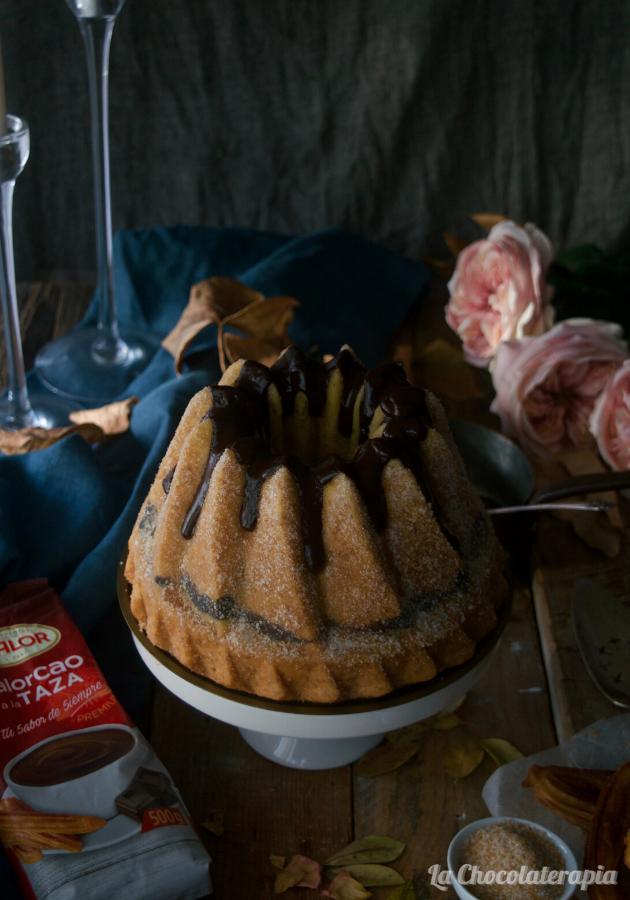 churro-bundt-cake-con-chocolate-a-la-taza