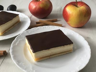 Ciasto z jabłek i mascarpone na herbatnikach