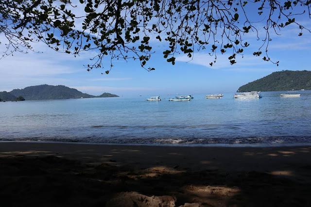 Pantai Carolina Padang