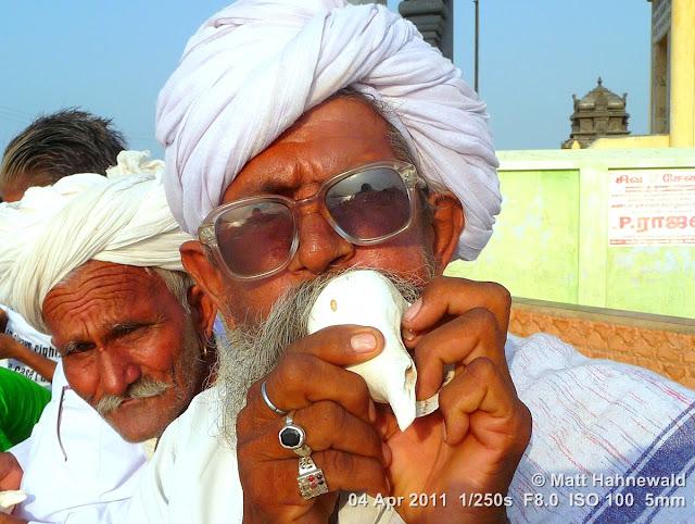 close-up, portrait, © Matt Hahnewald, Facing the World, street portrait, Dravidian people, South India, Kanyakumari, ghats, headshot, Hindu man, old man, pilgerer, conch shell
