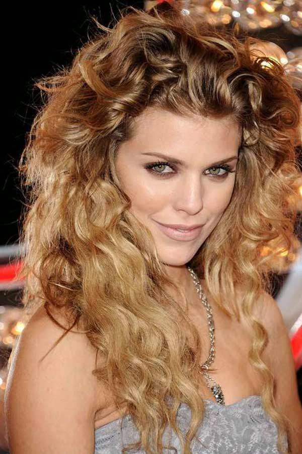 gaya rambut keriting untuk rambut ikal alami