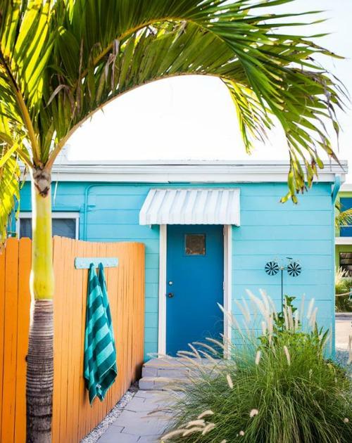 Bright simple beach cottage interiors coastal decor for Simple beach cottage plans