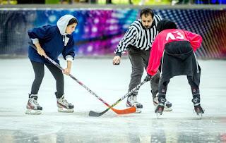 فتيات بجدة يشكلن أول فريق نسائي لهوكي الجليد بالمملكة.. ويبحثن عن الترخيص
