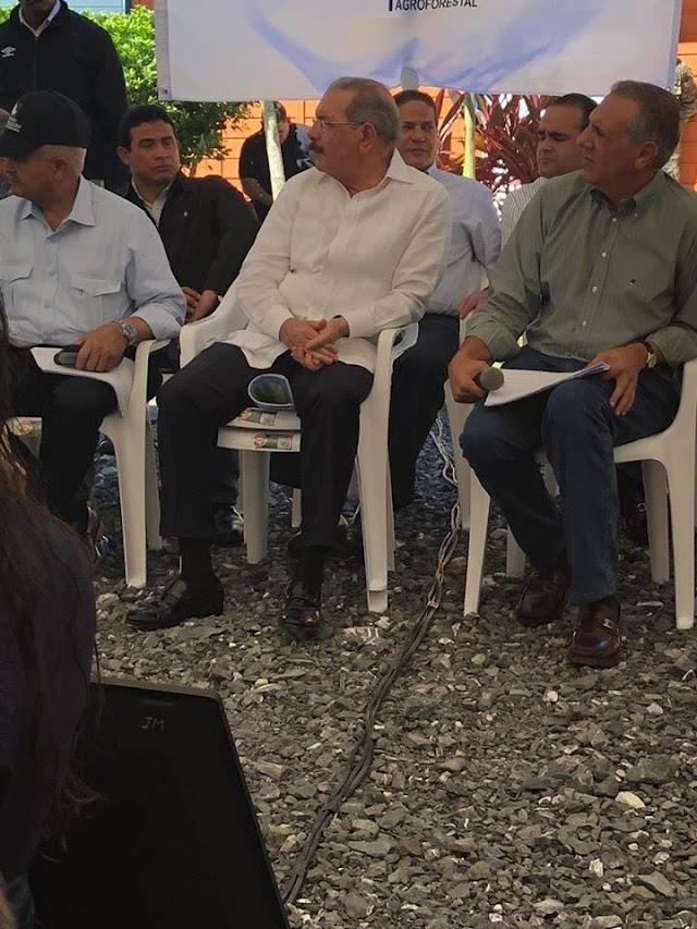 """Visita """"Sorpresa"""" de Danilo Medina a su tierra deja mas desesperanza que esperanzas. Moradores con el grito al cielo."""