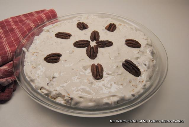 Crunchy Top Pecan Pie at Miz Helen's Country Cottage