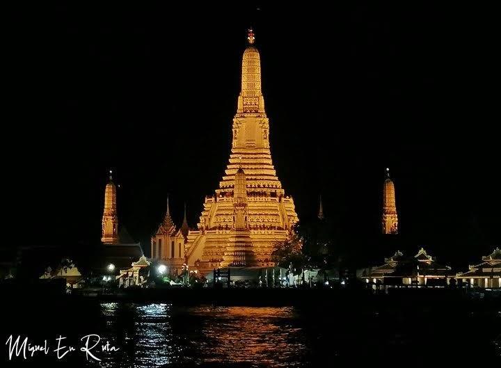 Estupa-Wat-Arun-de-noche