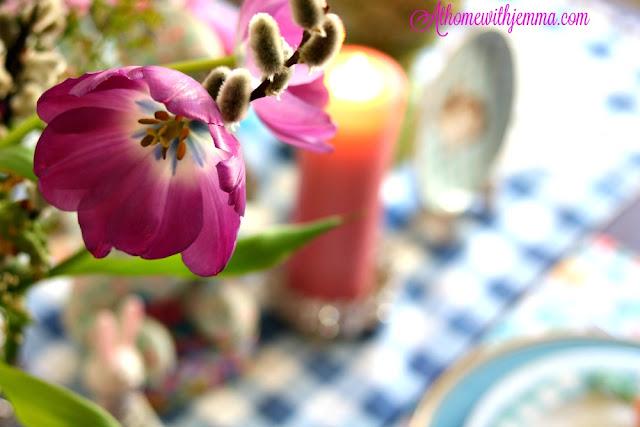 Floral, arrangement, gingham, blue, runner, tulip, centerpiece, athomewithjemma.com