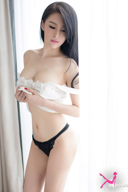 Hot and sexy topless photos of beautiful asian hottie chick Chinese booty model Su Di photo highlights on Pinays Finest Sexy Nude Photo Collection site.