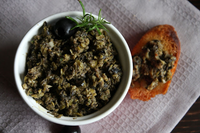 tapenada Tapenada z czarnych i zielonych oliwek