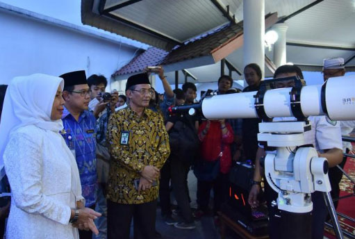 Wagubsu Hj Nurhajizah Marpaung saat memantau penetapan awal ramadhan.