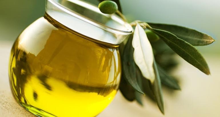 Quem cura não é o óleo, mas a fé no Senhor, que, por sua vez, levanta o doente