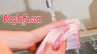 Meminimalisir penggunaan air pada daging kambing bertujuan menghilangkan bau prengus