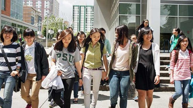 Du học sinh ở Mỹ gặp nhiều khó khăn trong cuộc sống xa nhà