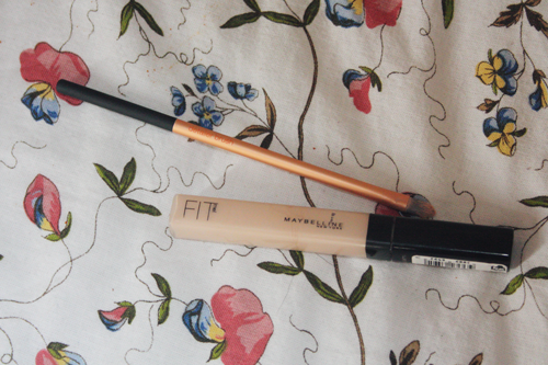 maybelline fit me concealer lying next to a real techniques concealer brush