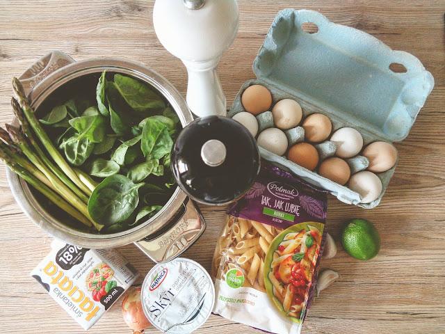 składniki na makaron ze szpinakiem
