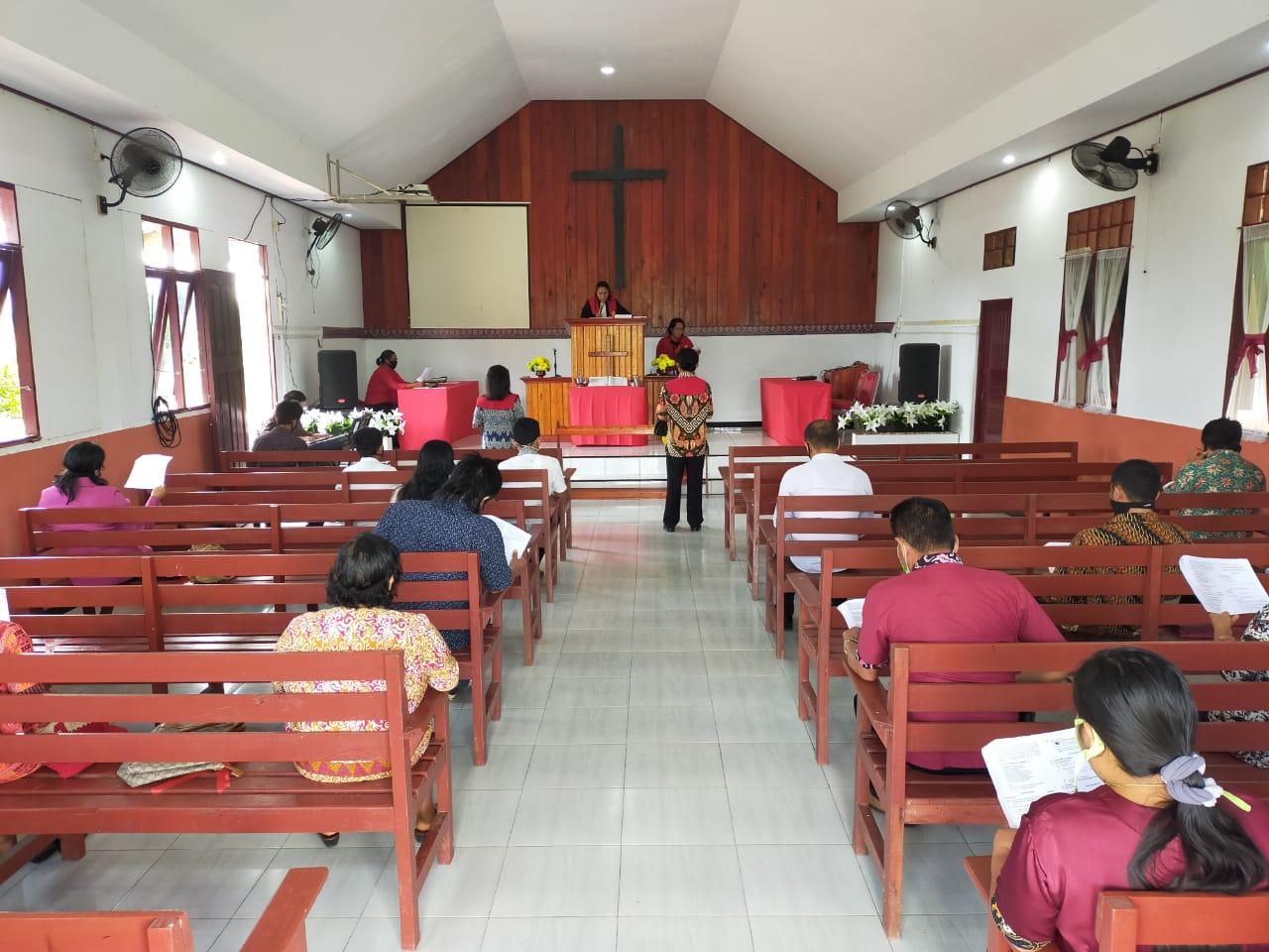 Tegaskan Penerapan Protokol Kesehatan, Danramil Kota Tanah Grogot Sambangi Gereja