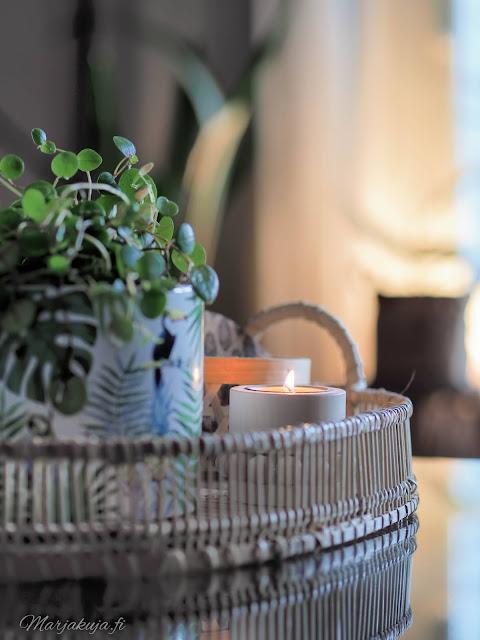 jysk asetelma kirppislöytö kukka kynttilä