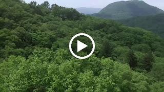 愛宕山から離れ山を望むドローン空撮
