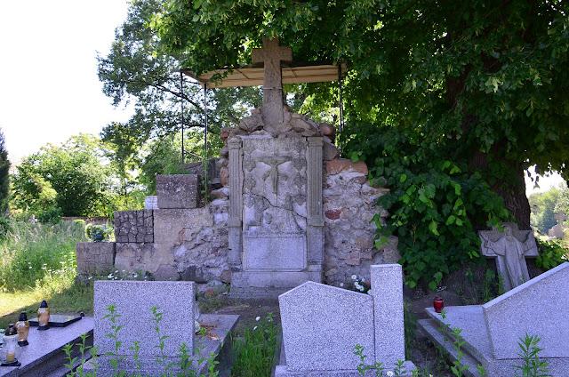 Chobienia  ruiny kościoła św. Idziego