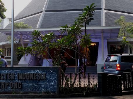 Kebaktian di Gereja Kristen Indonesia (GKI) Serpong.