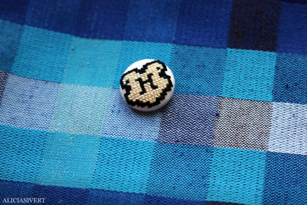 aliciasivert, alicia sivert, alicia sivertsson, harry potter, hogwarts, needlework, cross stitch, embroidery, pattern, diy, broderi, korsstygn, korsstygnsbroderi, korsstygnsmönster, mönster, broderimönster, hogwartsemblem, hogwartsemblemet, emblem, emblemet, hantverk, handarbete, fan art