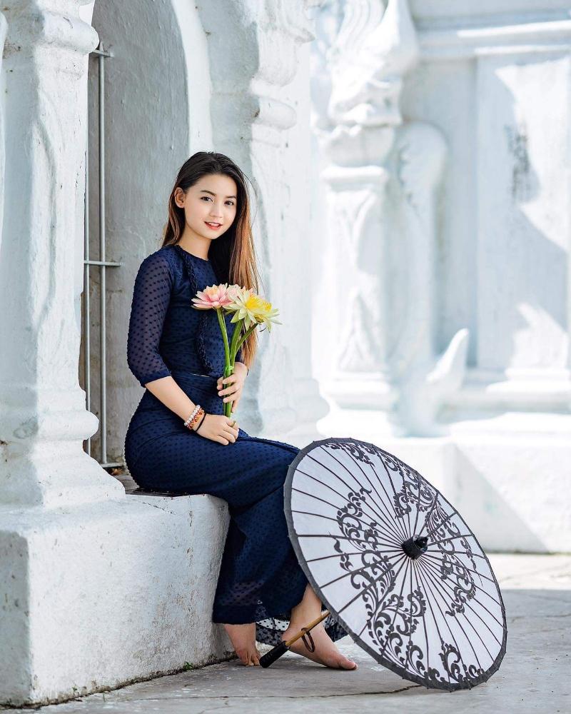 cewek manis dan seksi Vietnam Khin Wint Wah