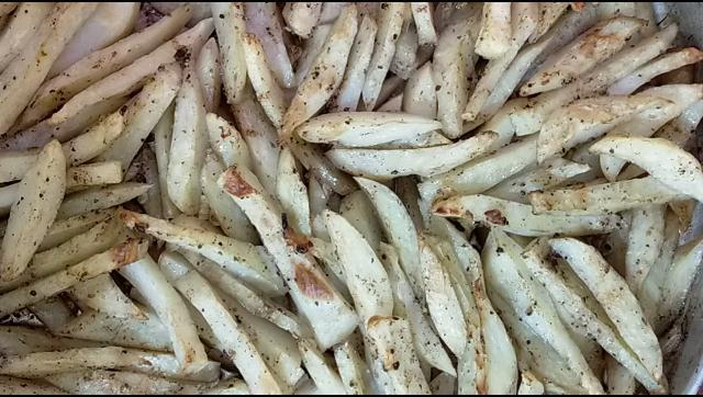 طريقة عمل بطاطس مشوية بالثوم في الفرن الشيف محمد الدخميسي