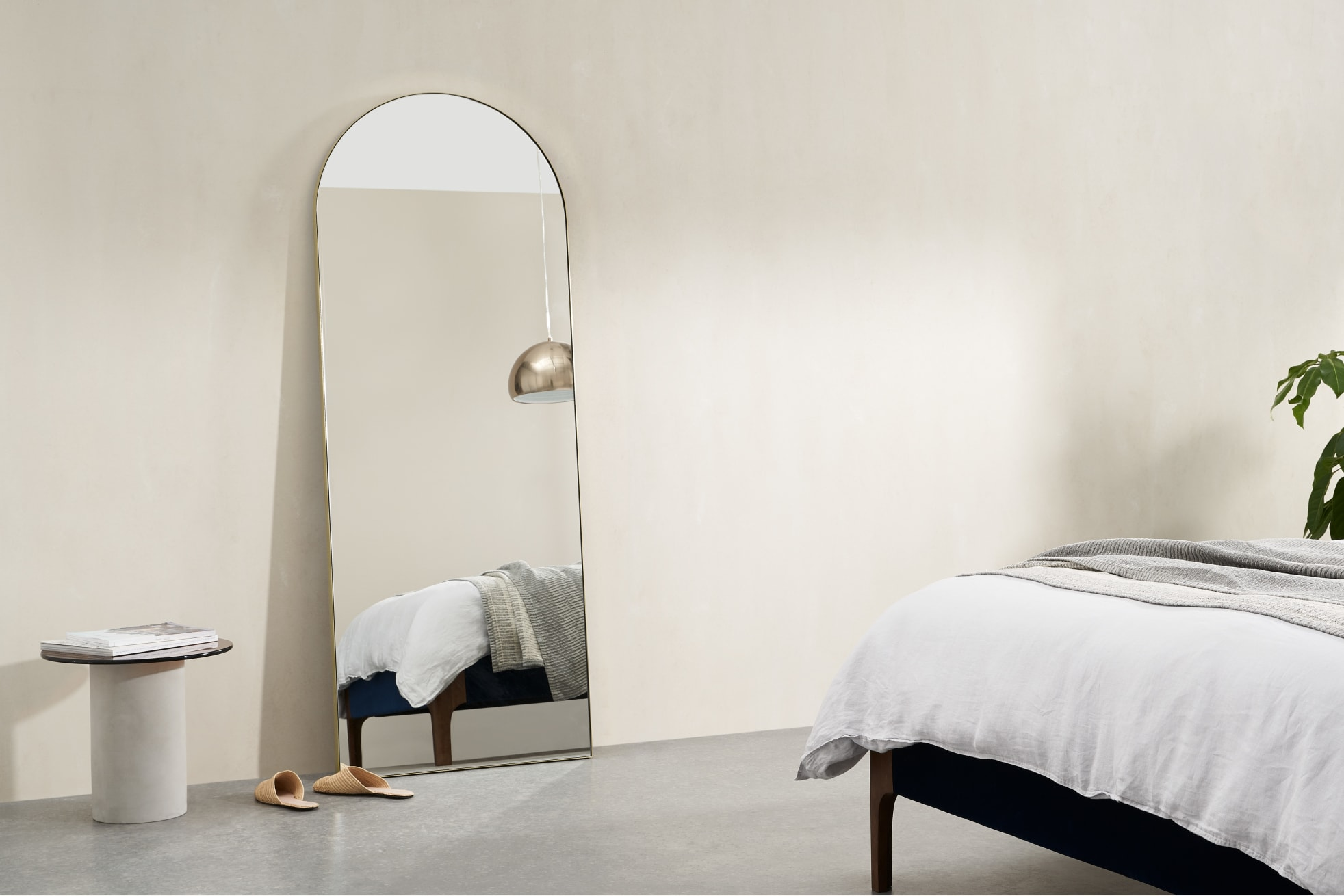 how to decorate with arched mirrors