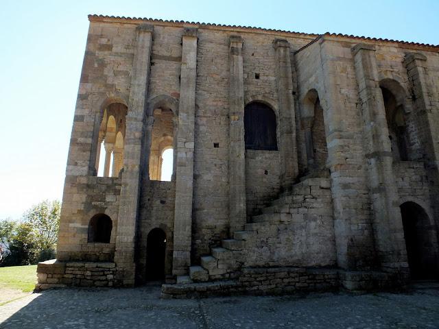 Monumentos de arte prerrománico en Oviedo